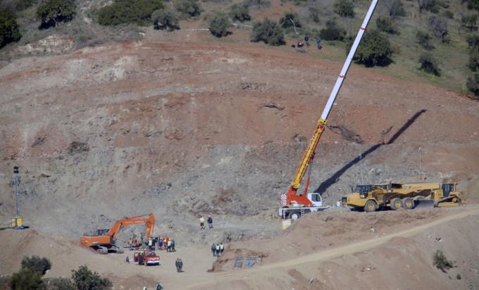 Vista del operativo de rescate que está preparandose para entrar los mineros de la brigada de salvamento, Hunosa, en el cerro del Dolmén Monte Coronado.