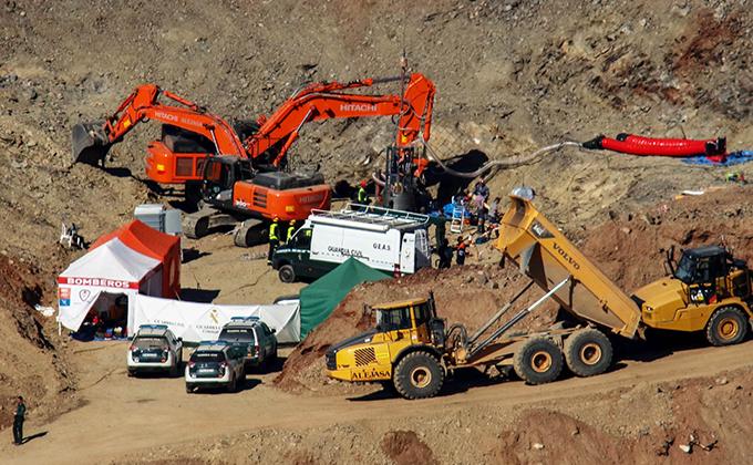 Vista del operativo de rescate que está preparandose para la entrada de los mineros de la brigada de salvamento, Hunosa, en el cerro del Dolmén Monte Coronado.