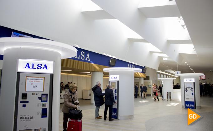 Alcalde y director de ALSA en Andalucía visitan estación-1