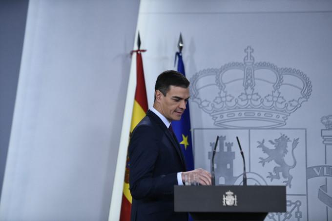 El presidente del Gobierno, Pedro Sánchez, se dirige a realizar una declaración institucional para anunciar la fecha de las próximas elecciones.