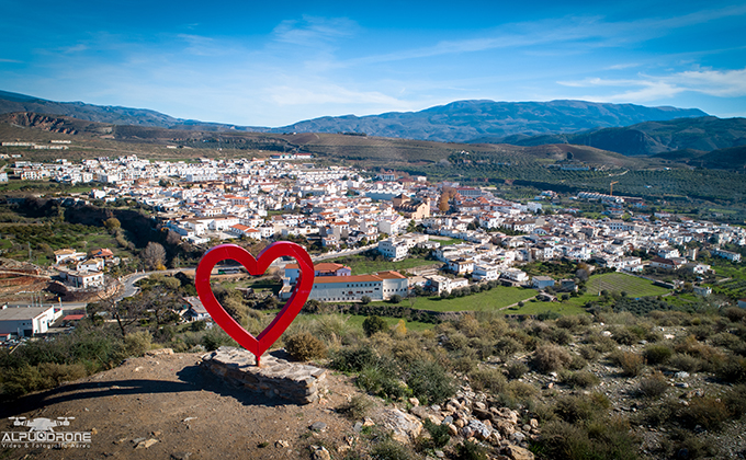 Fotografia AlpuDrone corazón Ugíjar