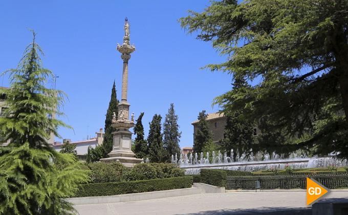 El Ayuntamiento de Granada restaura esculturas de gran valor en el Triunfo, Los Mártires y otras calles y plazas