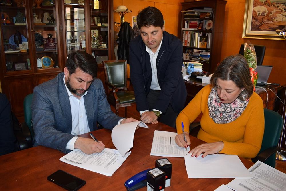 Firma de contrato de las obras en la Alcazaba de Guadix