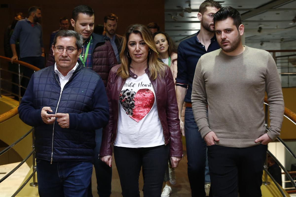 En Granada, la secretaria general del PSOE-A, Susana Díaz (c), participa en la clausura del congreso extraordinario de Juventudes Socialistas de Andalucía en Granada. En el Palacio de Congresos de Granada.