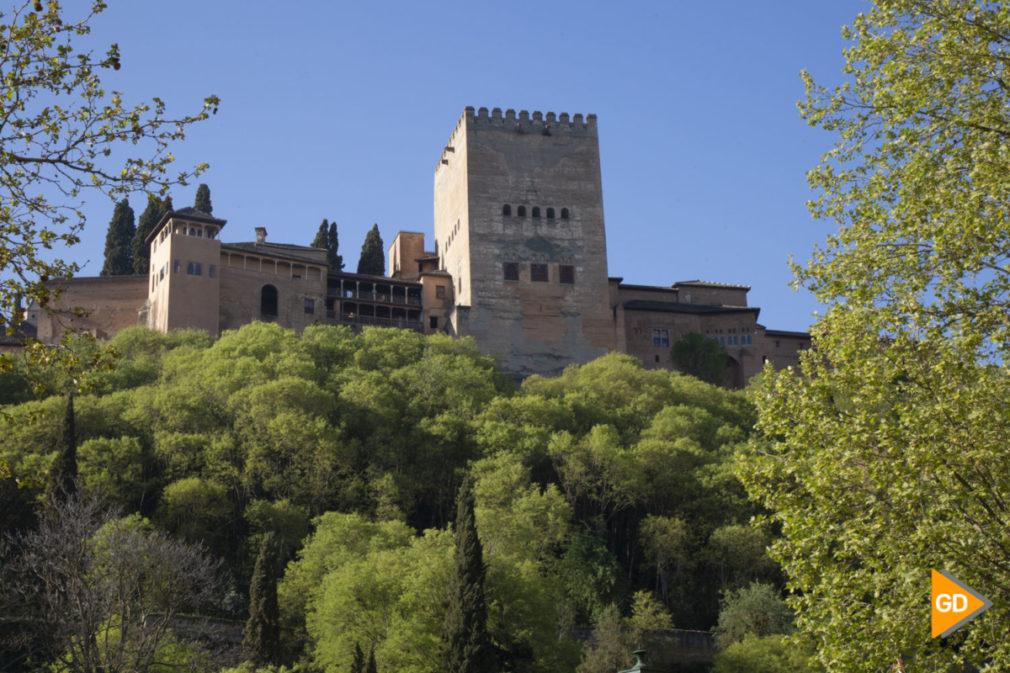 Primavera granada alhambra flores darro paseo tristes plaza nueva turismo buen tiempo
