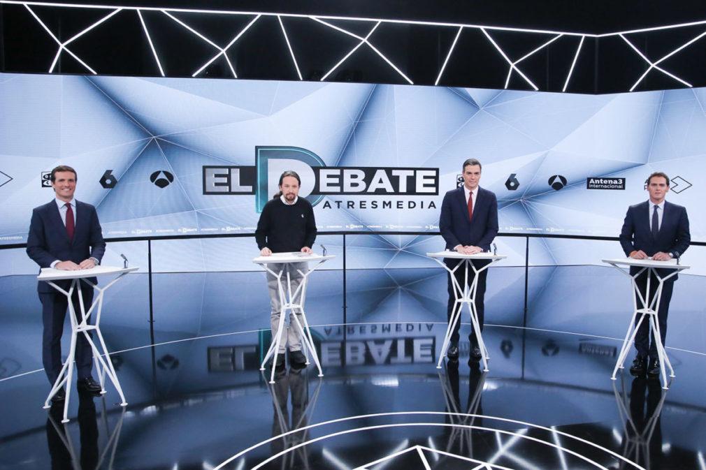 (I-D) El presidente del PP, Pablo Casado; el secretario general de Podemos, Pablo Iglesias; el presidente del Gobierno, Pedro Sánchez; y el presidente de Ciudadanos, Albert Rivera, preparados para el debate de Atresmedia.