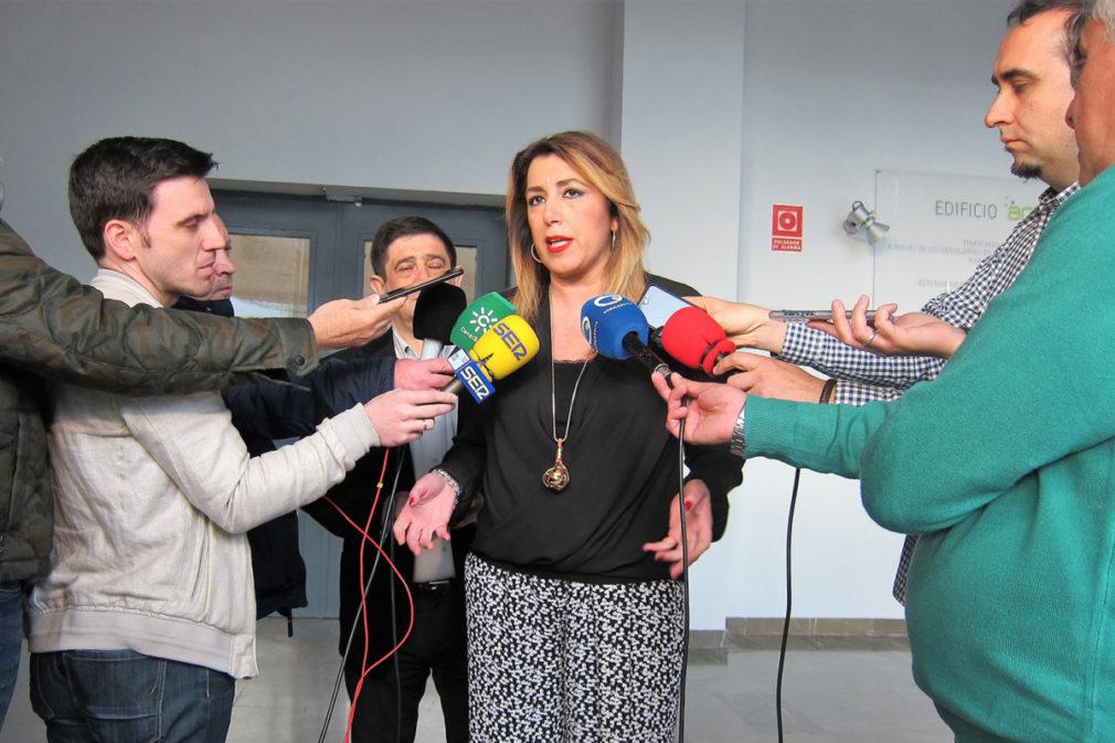 Susana Díaz atiende a los periodistas en Jaén