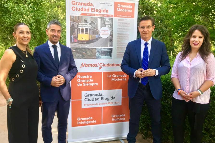 Luis Salvador presenta la propuesta de Cs para recuperar el tranvía histórico a la Alhambra
