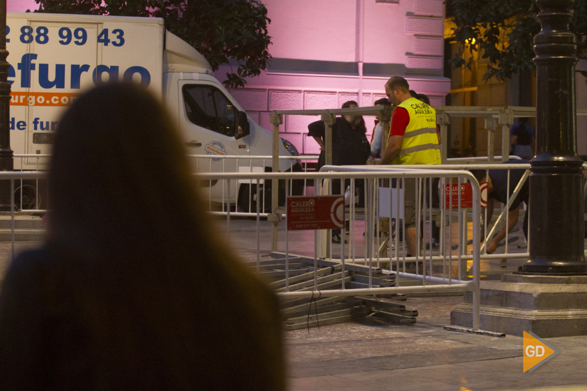 Reconstrucción de la Cruz del Ayuntamiento de Granada para el día de la cruz