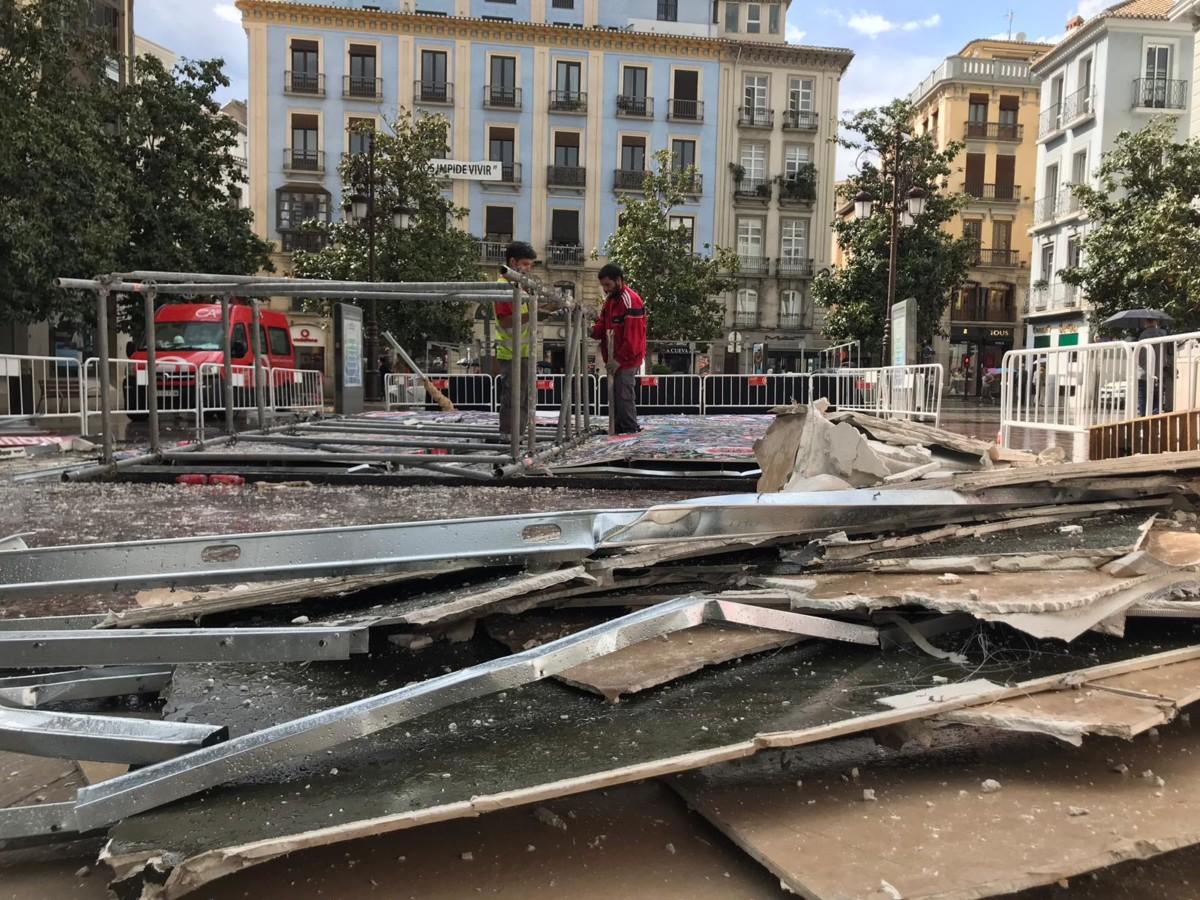 Cruz de plaza del Carmen caída -Antonio L Juárez