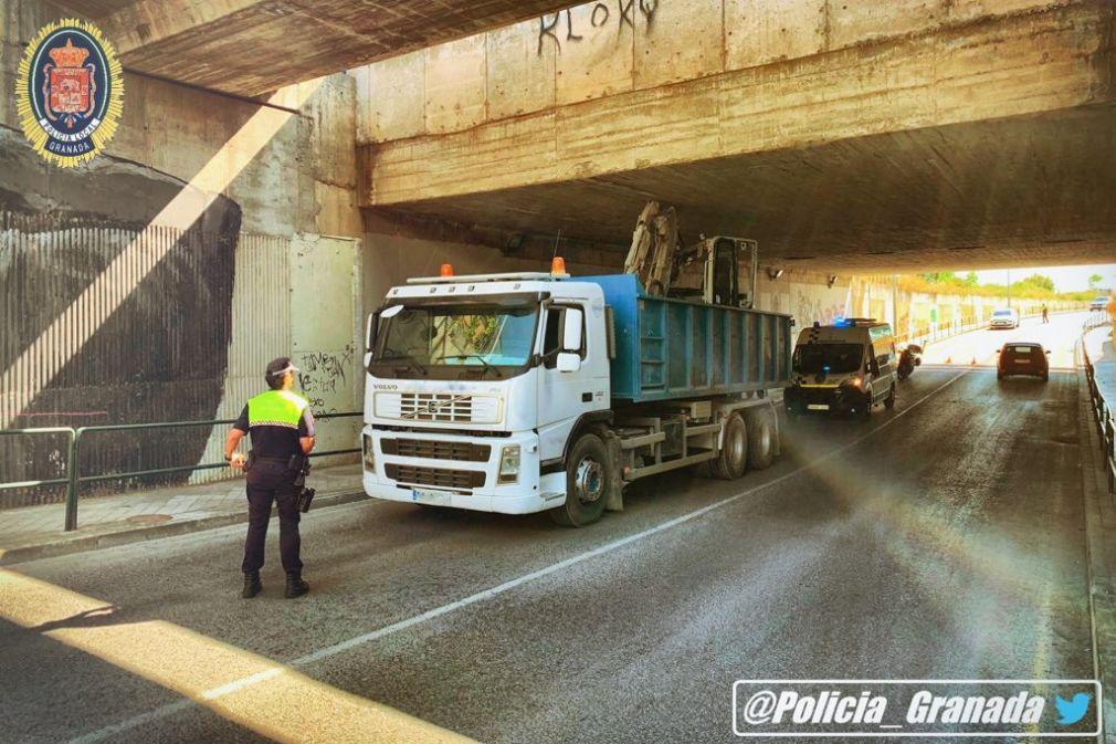 camión empotrado tunel camino purchil