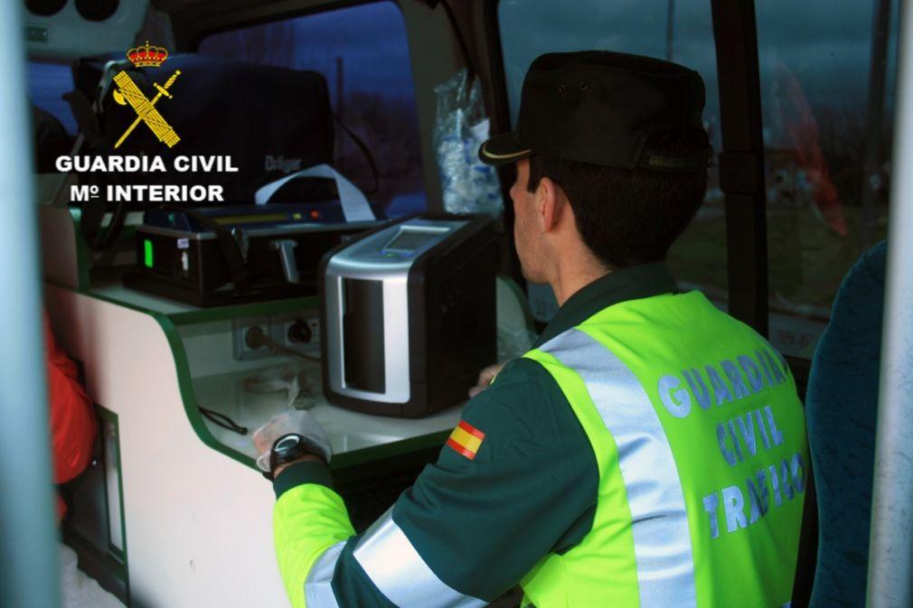 Investigan al conductor de un camión tras sufrir un accidente y sextuplicar la tasa de alcohol en Guadalajara