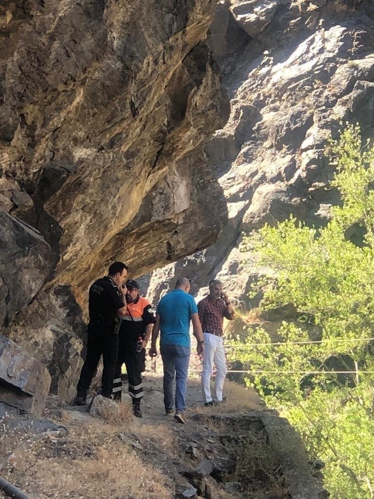Efectivos de Protección Civil y la Policía Local de Órgiva en la zona del barranco de Trevélez