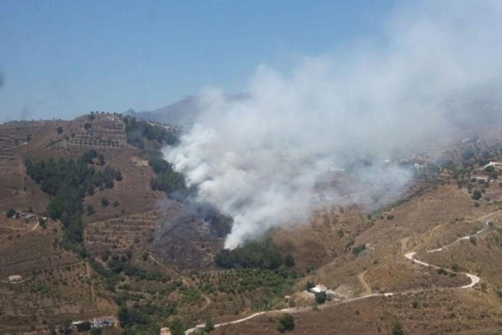 Declarado un incendio forestal en un paraje de Almuñécar