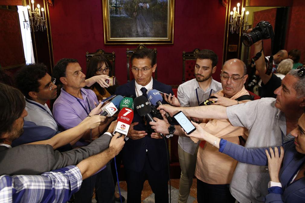 Eleccion del nuevo alcalde de Granada, Luis Salvador, del partido Ciudadanos