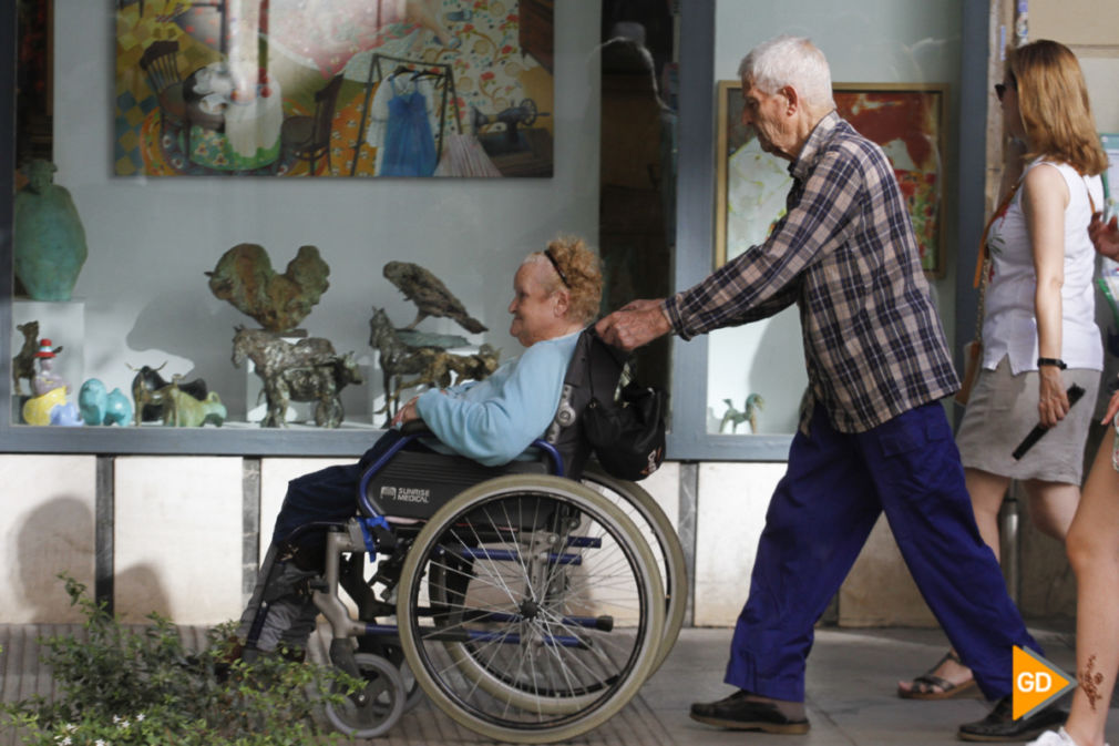 personas mayores por Granada Foto Antonio L Juárez-1