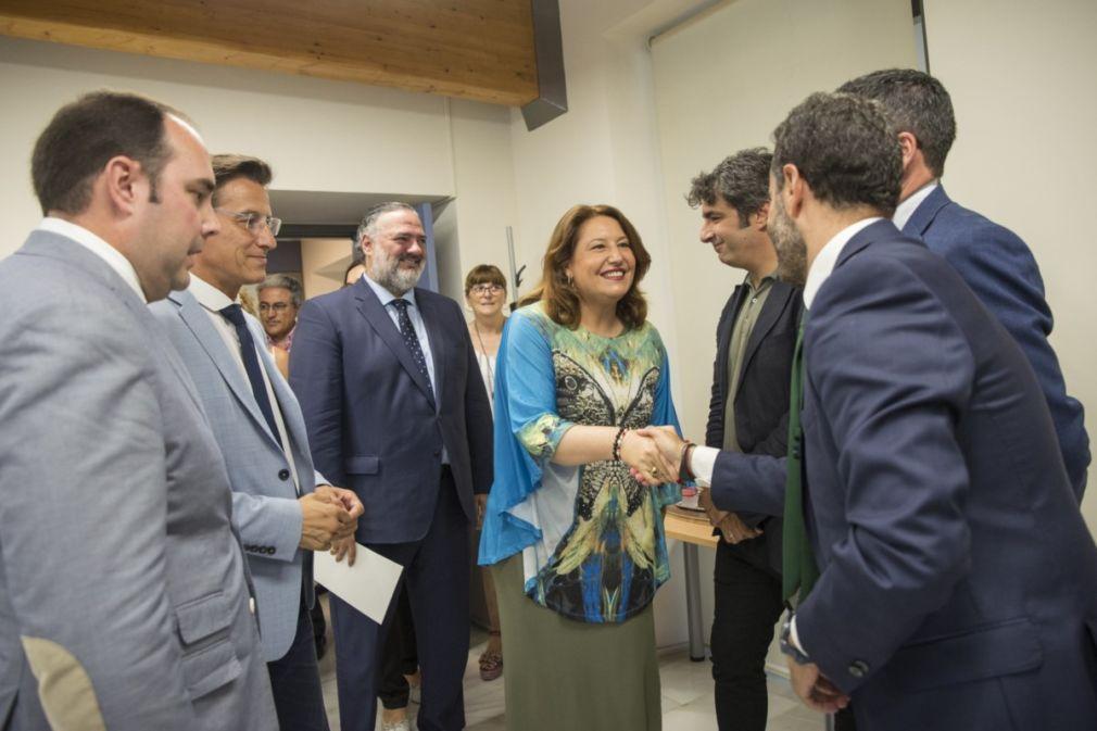 Carmen Crespo, en la firma del contrato de obra de la ampliación de la EDAR Oeste-Los Vados