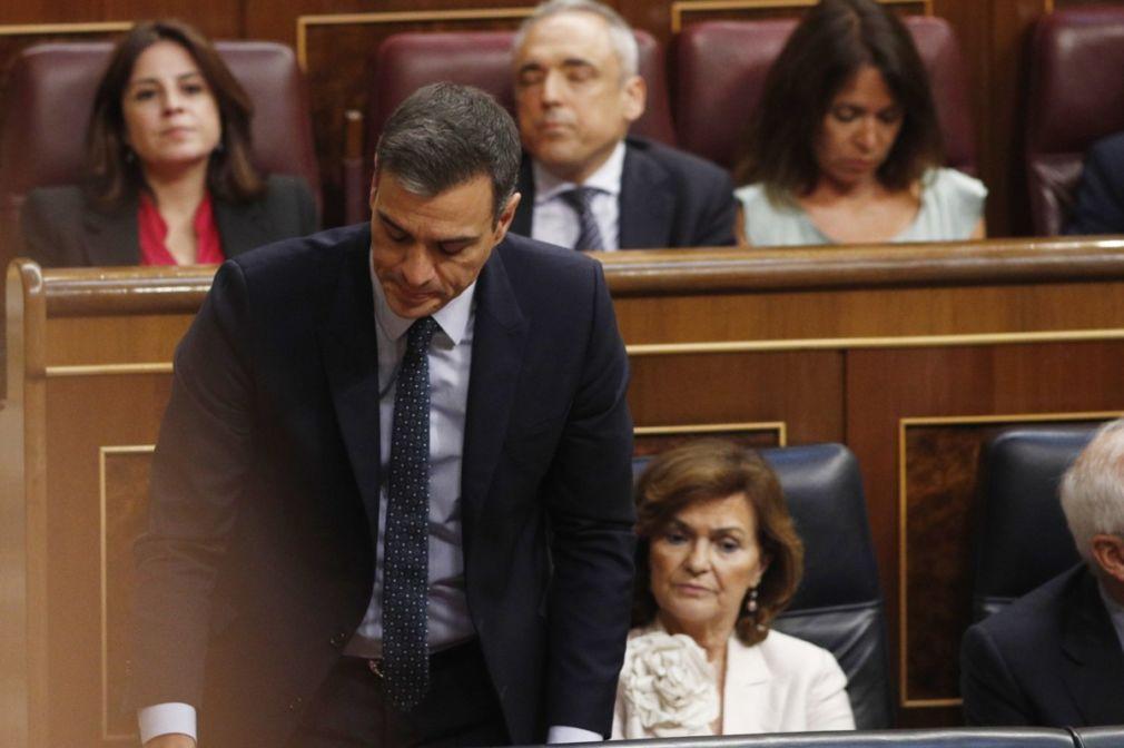 El presidente del Gobierno en funciones, Pedro Sánchez, vota durante la segunda sesión del debate de investidura a la Presidencia del Gobierno.