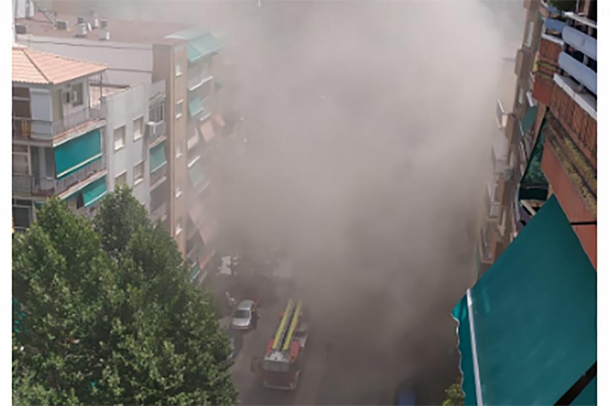 Declarado Un Incendio En Un Taller Mecanico En El Zaidin