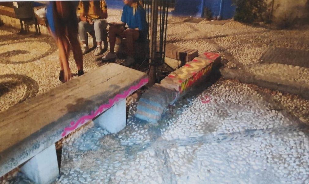 Pintadas aparecidas en la placeta de la Victoria, en el Albaicín