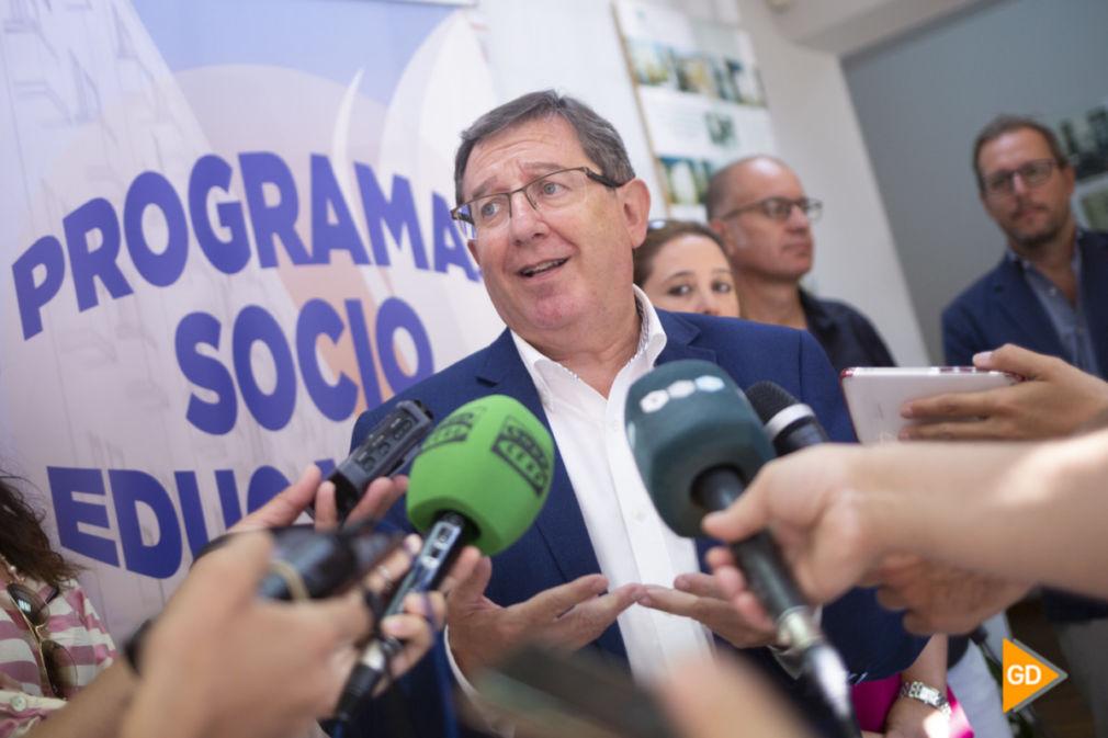 Luis Gonzalez habla sobre el barrio de Santa Adela Foto Antonio L Juárez-1