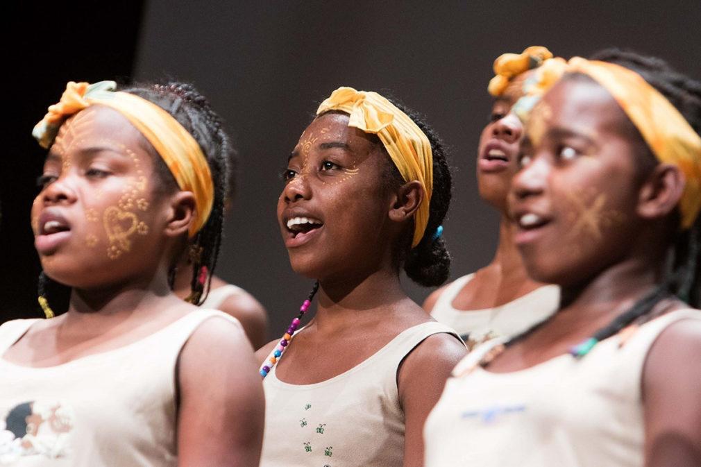 Agua de Coco celebra 25 años de lucha por los derechos de los niños en Madagascar con una nueva gira de Malagasy Gospel