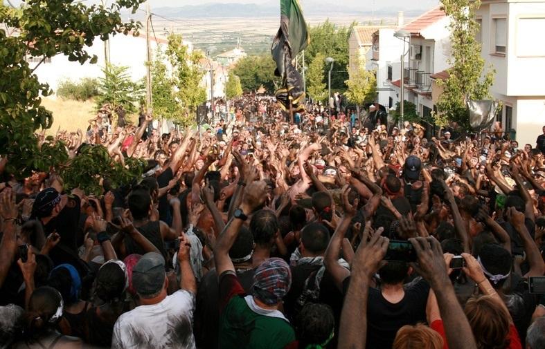El Cascamorras será recibido este miércoles en Baza por miles de personas con 3.000 kilos de pintura