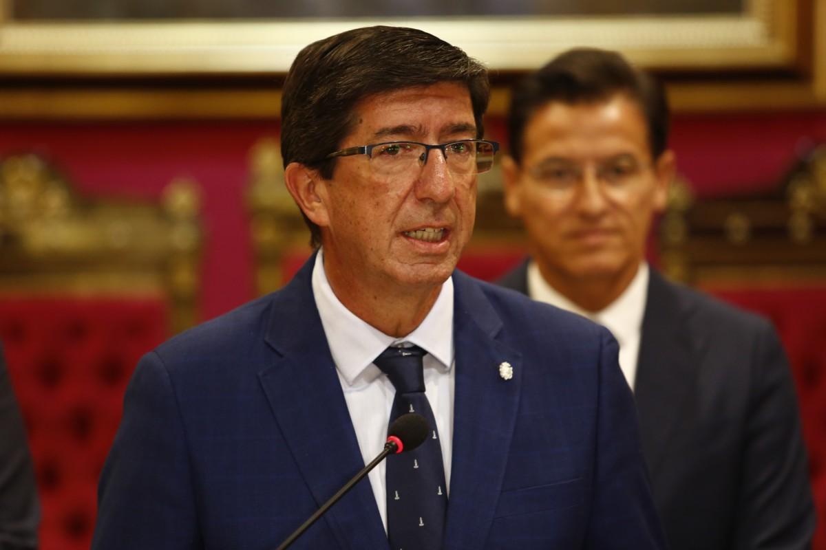 El vicepresidente de la Junta, Juan Marín, en presencia del alcalde de Granada, Luis Salvador,