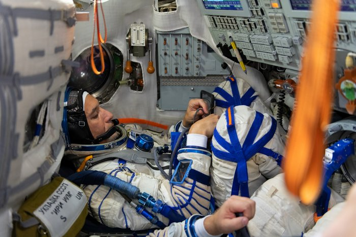 Soyuz simulation in TDK-7ST suited up in sokol suit