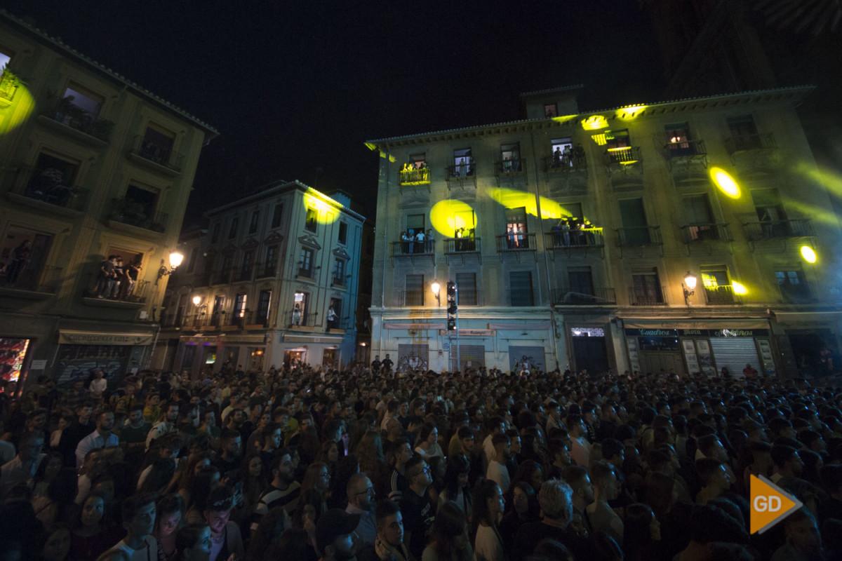 Concierto Red bull de Raimundo Amador y Dellafuente en la plaza de las Pasiegas de Granada