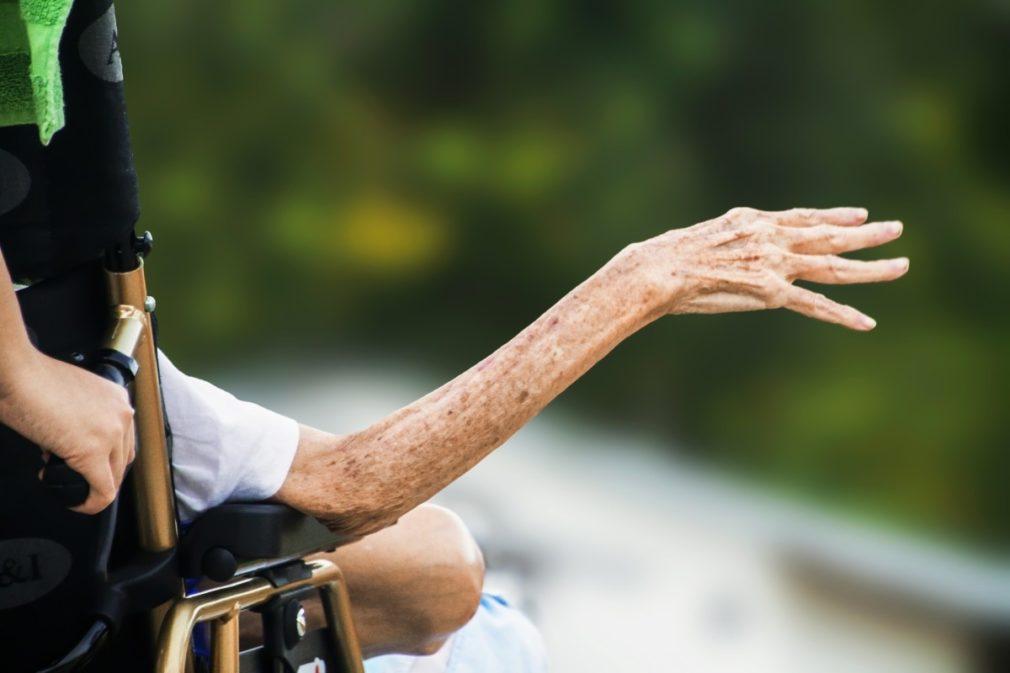 Más de 125 profesionales sanitarios aragoneses se formarán para detectar el maltrato en ancianos