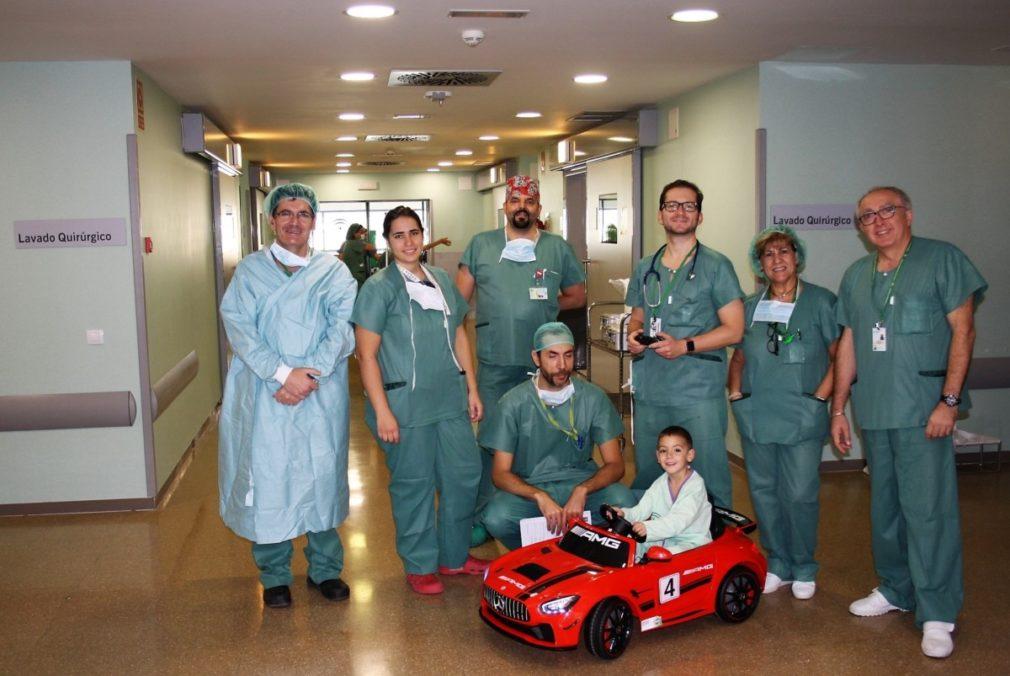 Granada.- El San Cecilio incorpora dos coches eléctricos de juguete para reducir la ansiedad de niños ante operaciones