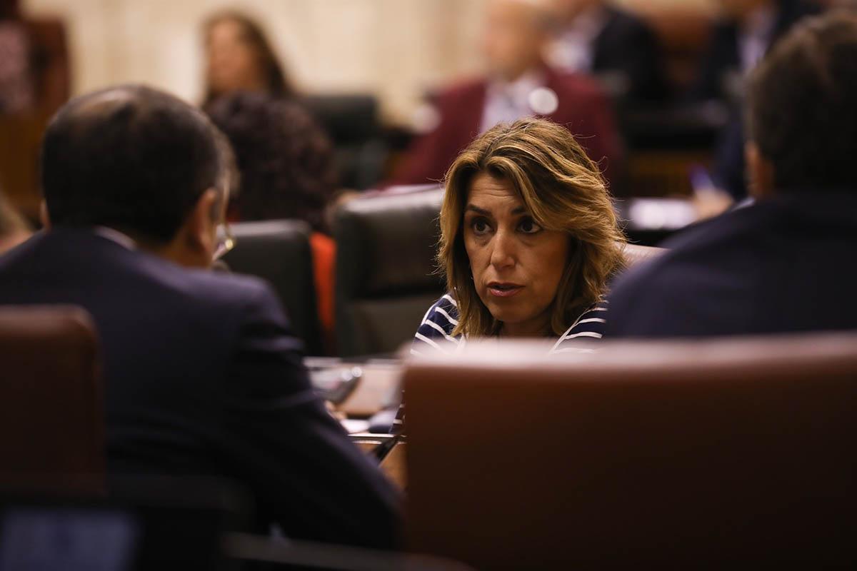 La secretaria general y presidenta del grupo parlamentario del PSOE-A, Susana Díaz, en el salón de Plenos