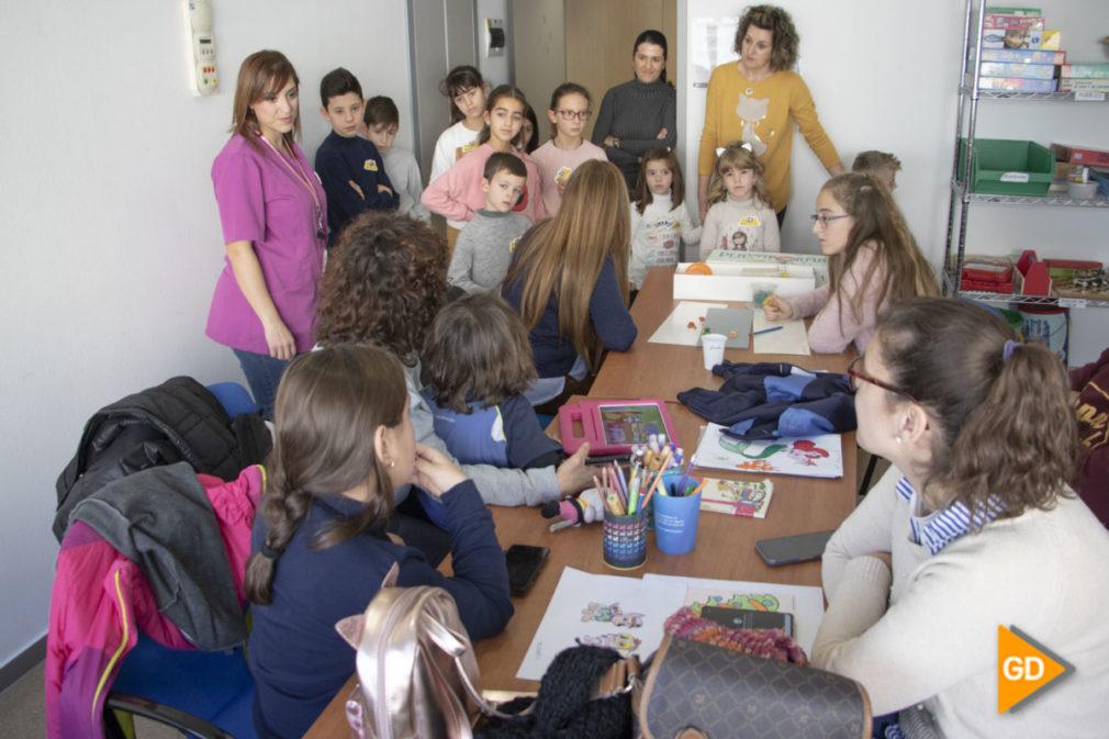 Alumnos del centro La Paz visitan niños hospitalizados - Dani B