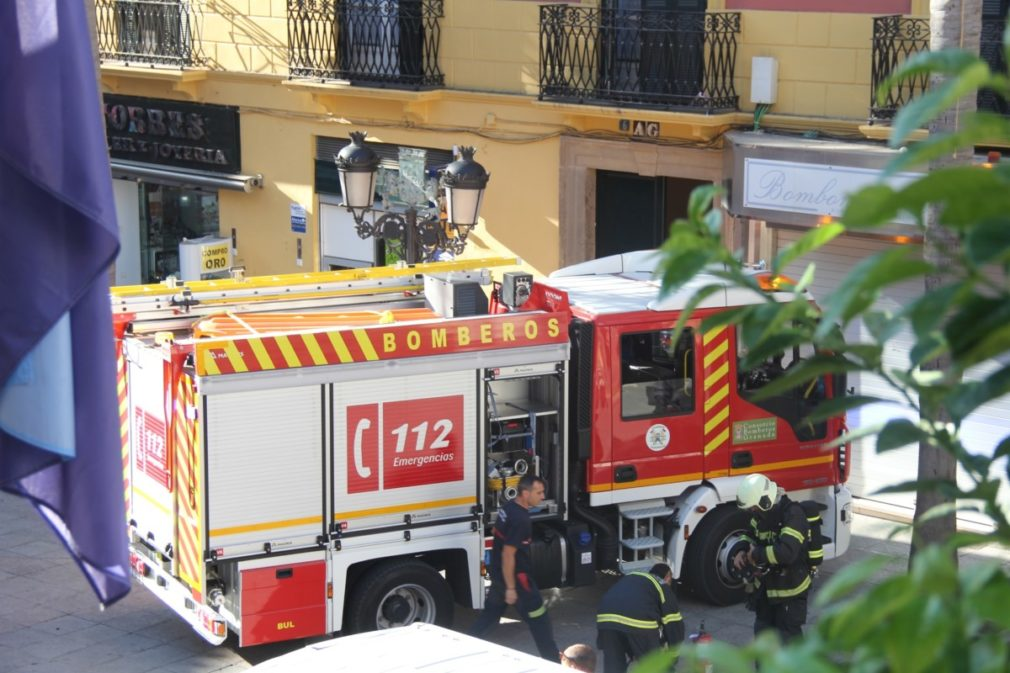 Granada.- Sucesos.- Sofocan un incendio provocado por unas velas en una vivienda de Almuñécar