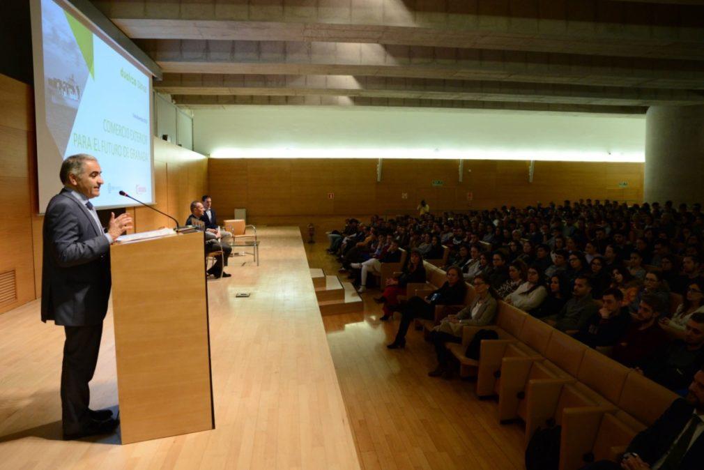 Granada.- Más de 400 alumnos de Formación Profesional se forman sobre el comercio exterior de Granada