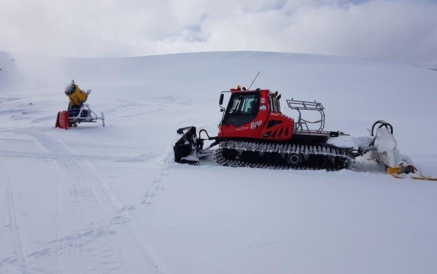 Granada.- Turismo.- Sierra Nevada prepara la zona de Loma Dílar para el puente e iniciará este sábado el esquí nocturno