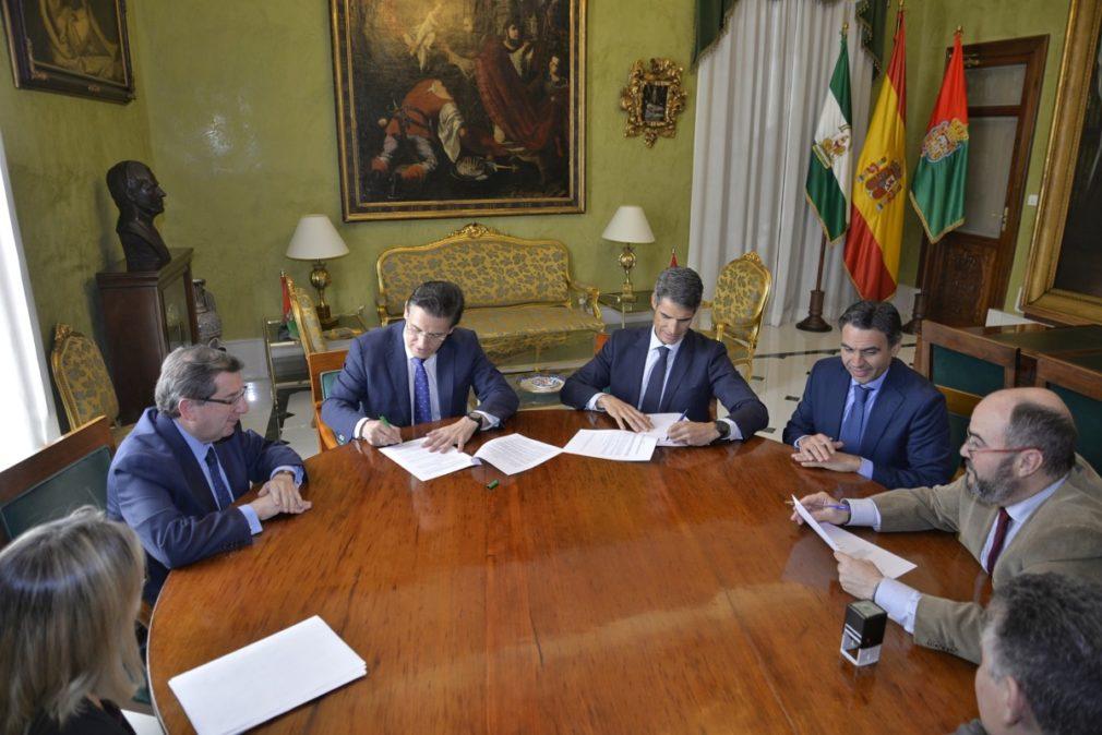 """Granada.- El Ayuntamiento reorganiza su deuda financiera de forma """"más ventajosa"""" para facilitar el pago a proveedores"""