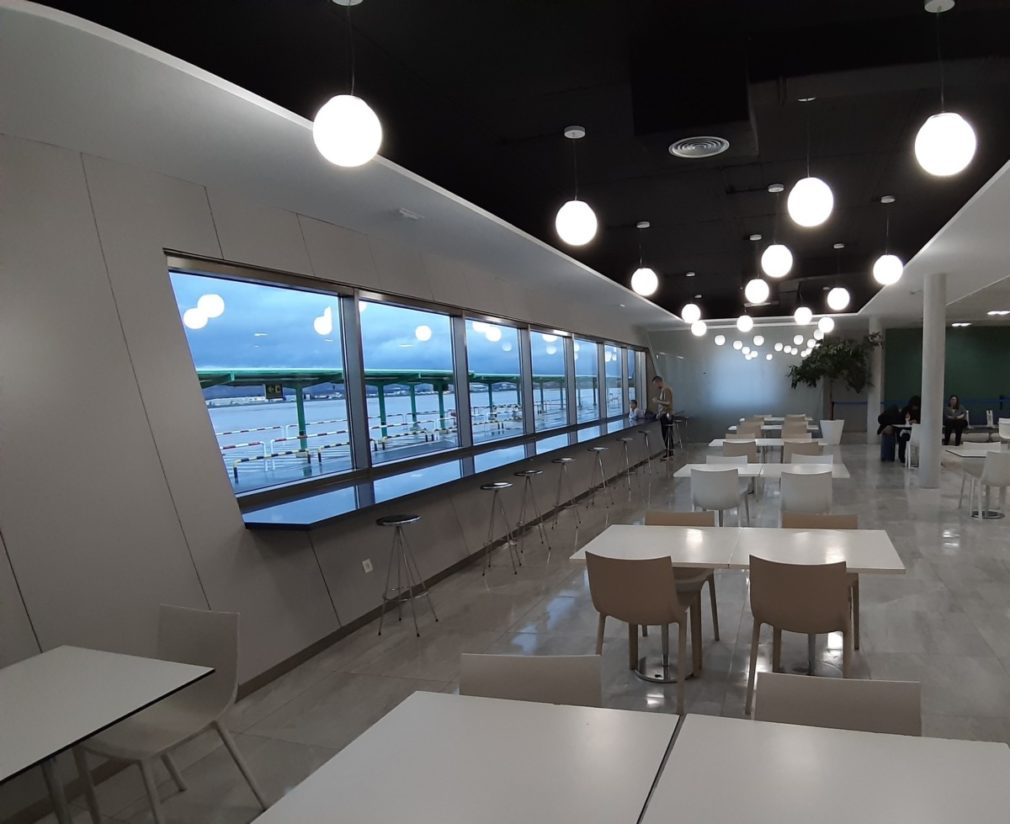 Granada.- El Aeropuerto Federico García Lorca reforma su zona de embarque y abre una sala de lactancia