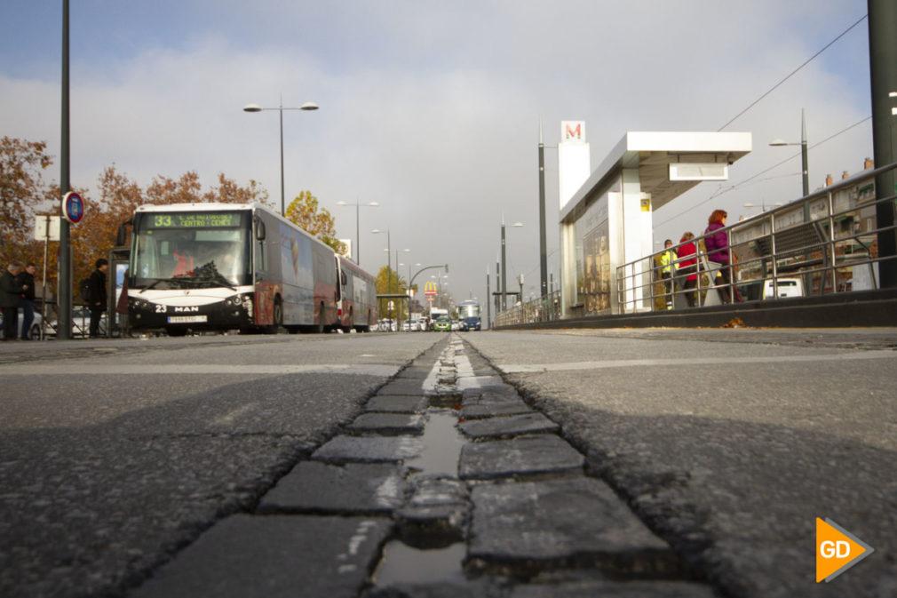 carril de adoquines en la estacion de autobuses de Granada