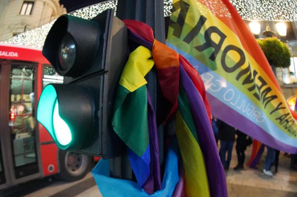 semaforo bandera arcoiris