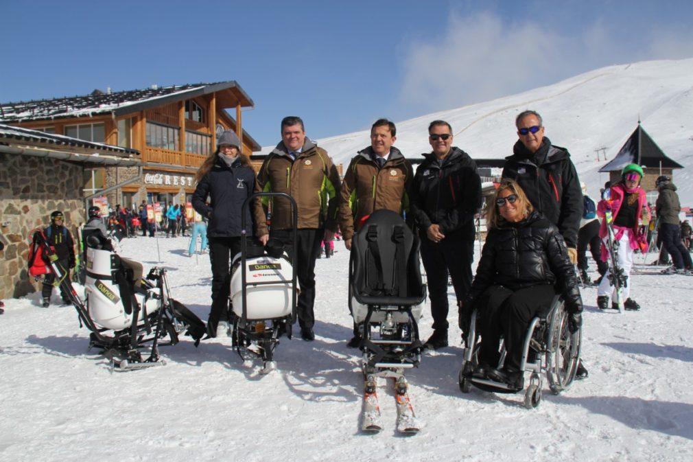 Granada.- Bankia entrega tres equipos adaptados a Sierra Nevada para esquiadores con discapacidad