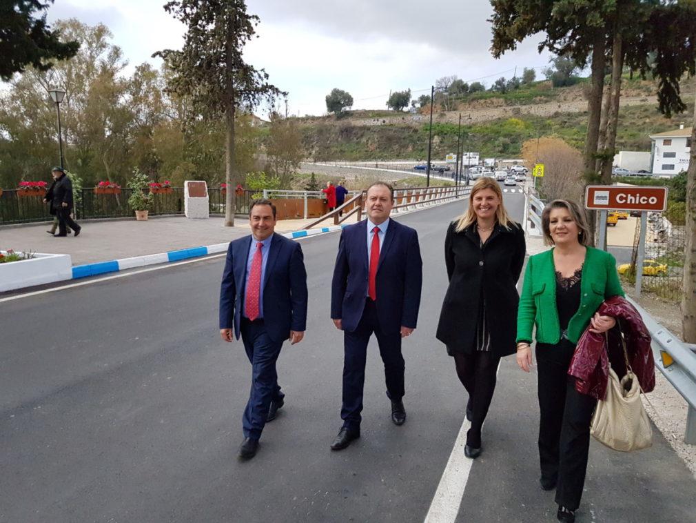 Diputados provinciales en el puente de Órgiva 1