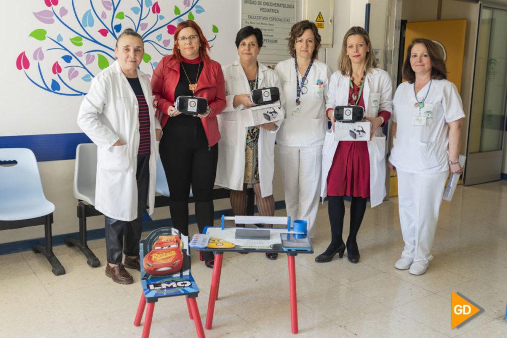Entrega gafas virtuales en el hospital materno infantil por la asociación Sonrisas-16