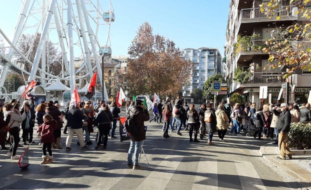 Granada.- Sindicatos cifran en el 90% el seguimiento de huelga educativa en centros afectados y el 50% en el resto