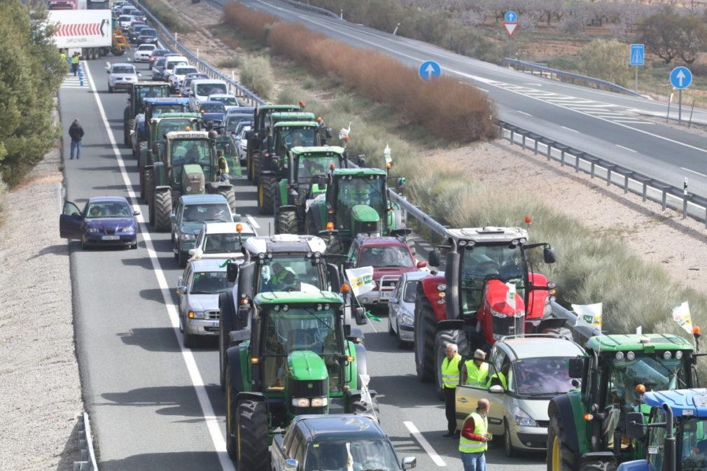 En Vélez-Rubio (Almería), tractorada por la PAC y los bajos precios
