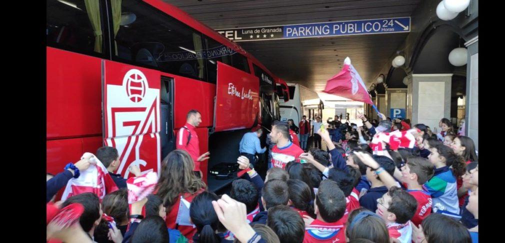 autobus granada hotel concentracion apoyo colegio sagrada familia