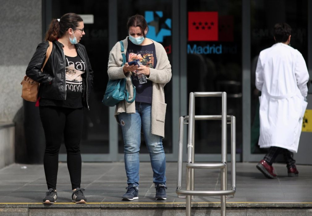 mujeres mascarilla hospital Madrid Foto EP