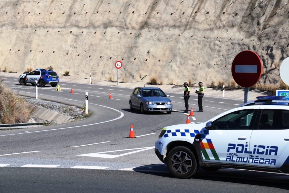 POLICIA LOCAL ALMUÑECAR CONTROLA ACCESOS AL MUNICIPIO SEXITANO 20_LI