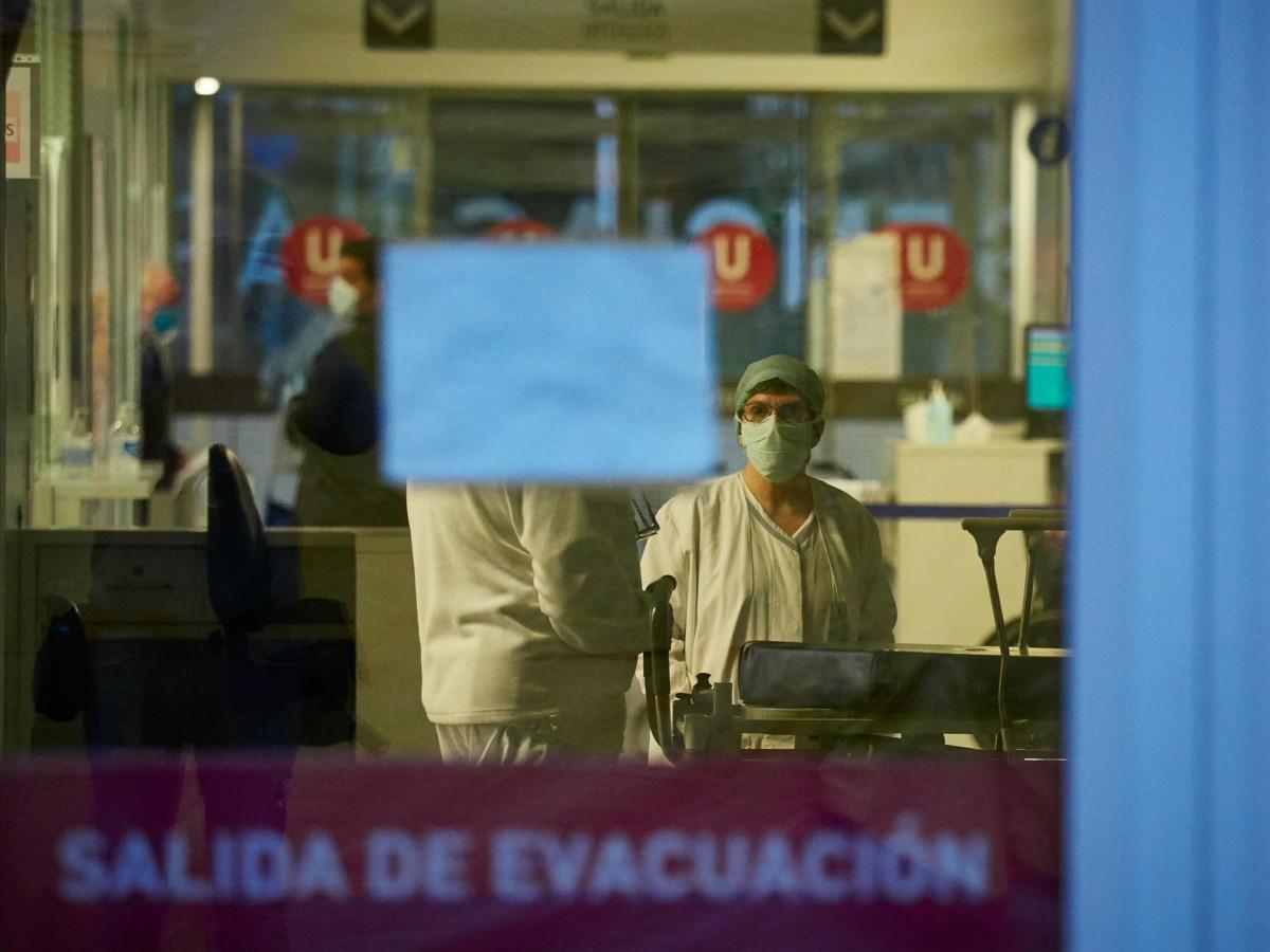 Personal sanitario del Hospital de Navarra en el Servicio de Urgencias FOTO Eduardo Sanz EP